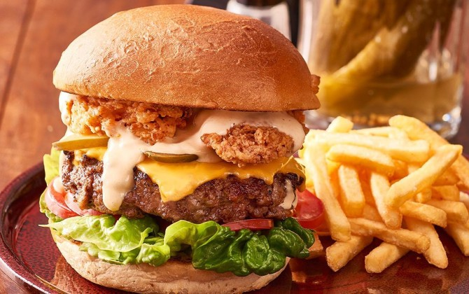 beef-burger-with-deep-fried-bacon-and-thousand-island-dressing-50247463